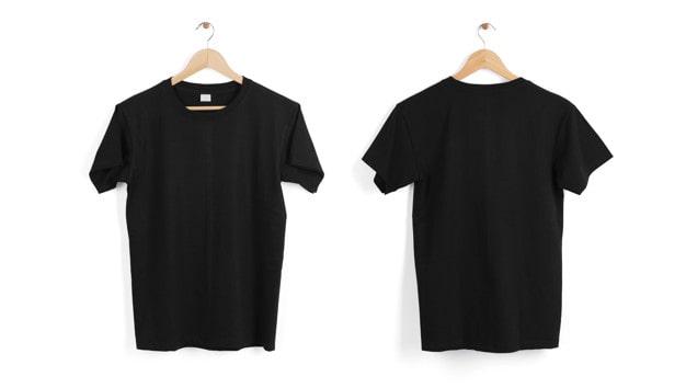 cintre-t-shirt-noir-blanc-isole-espace-blanc