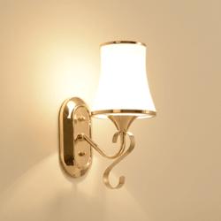 Lampe-murale-en-crystal